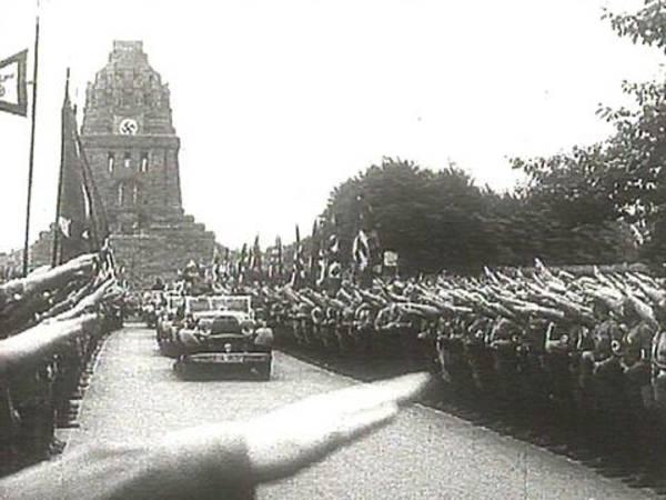 Naaidemonstratie bij het Völkerschlachtmonument