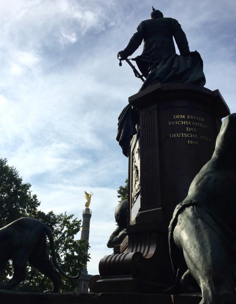 Het Bismarckmonument en de Siegessäule aan de Grosser Stern in Berlijn.