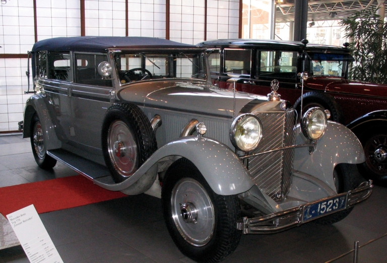 De Mercedes van (ex-)keizer Wilhelm II uit 1932. Inmiddels was het wel gedaan met het reizen: onder de voorwaarden van zijn politiek asiel mocht de keizer zonder speciale toestemming niet verder dan 15 km van Huis Doorn reizen. Collectie Mercedes-Benz Museum, foto Robin Oomkes